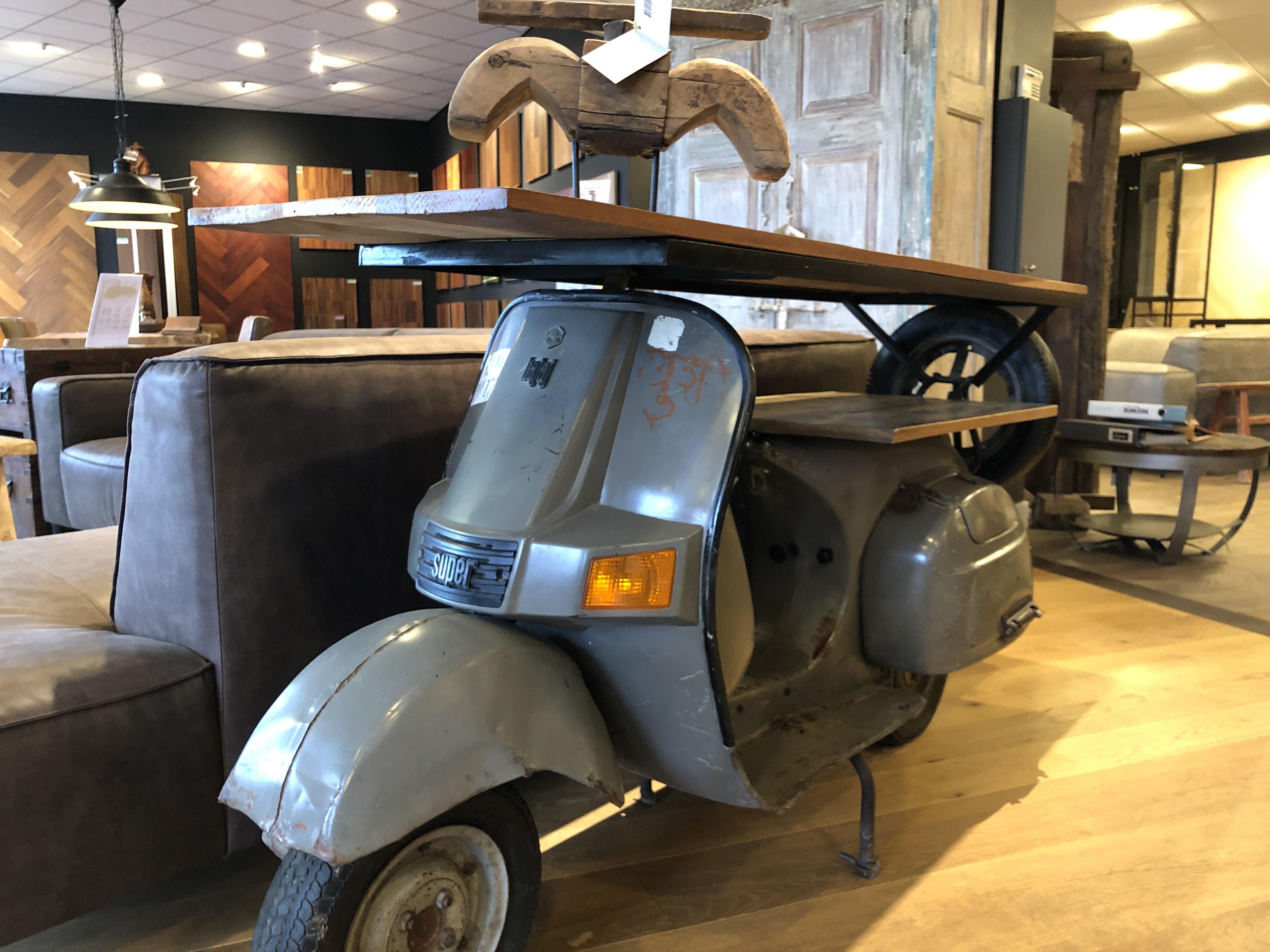 Eyecatchers INPA woonwinkel scooter tafel