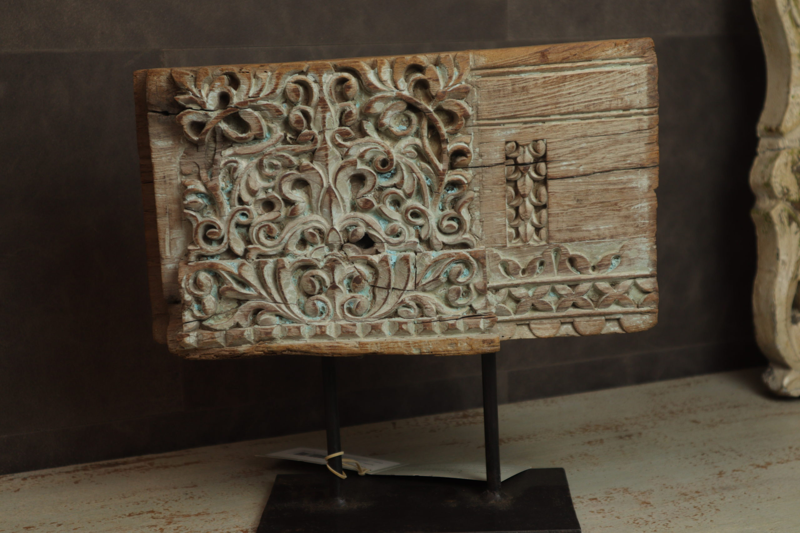 Carved panel on metal stand Inpa woonwinkel bergen op zoom
