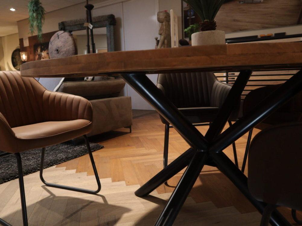 Ronde houten eettafel inpa woonwinkel bergen op zoom